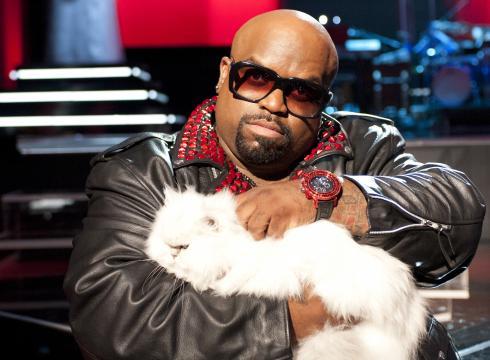 10 motivi per innamorarsi di un uomo che ama i gatti