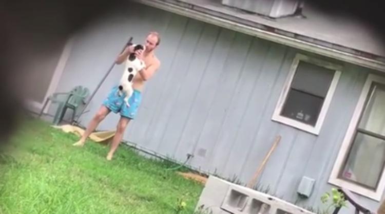 vecino-graba-hombre-maltratando-perro-jacksonville-florida