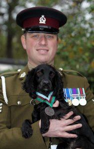 Liam Tasker e il suo cane Theo erano inseparabili. Nessuno, nemmeno la morte, è riuscito a rompere il loro legame. Ecco la loro commovente storia