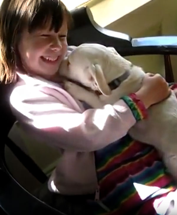 Una famiglia ha salvato una cucciola adottandola pochi minuti prima dell'eutanasia. Ma c'era qualcosa che non sapevano di lei