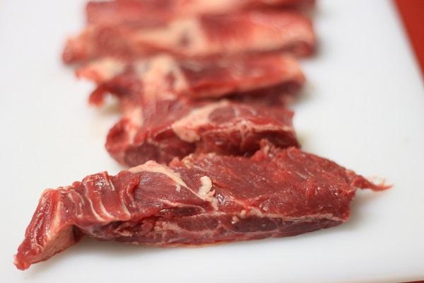 al cane piace la carne rossa