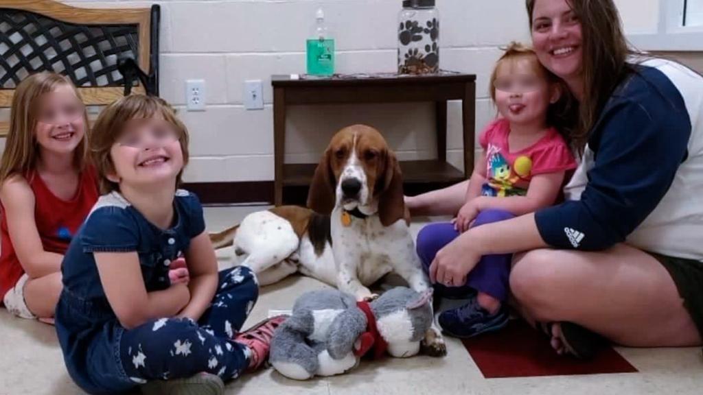 Edgar, il cane eroe insieme alla sua famiglia