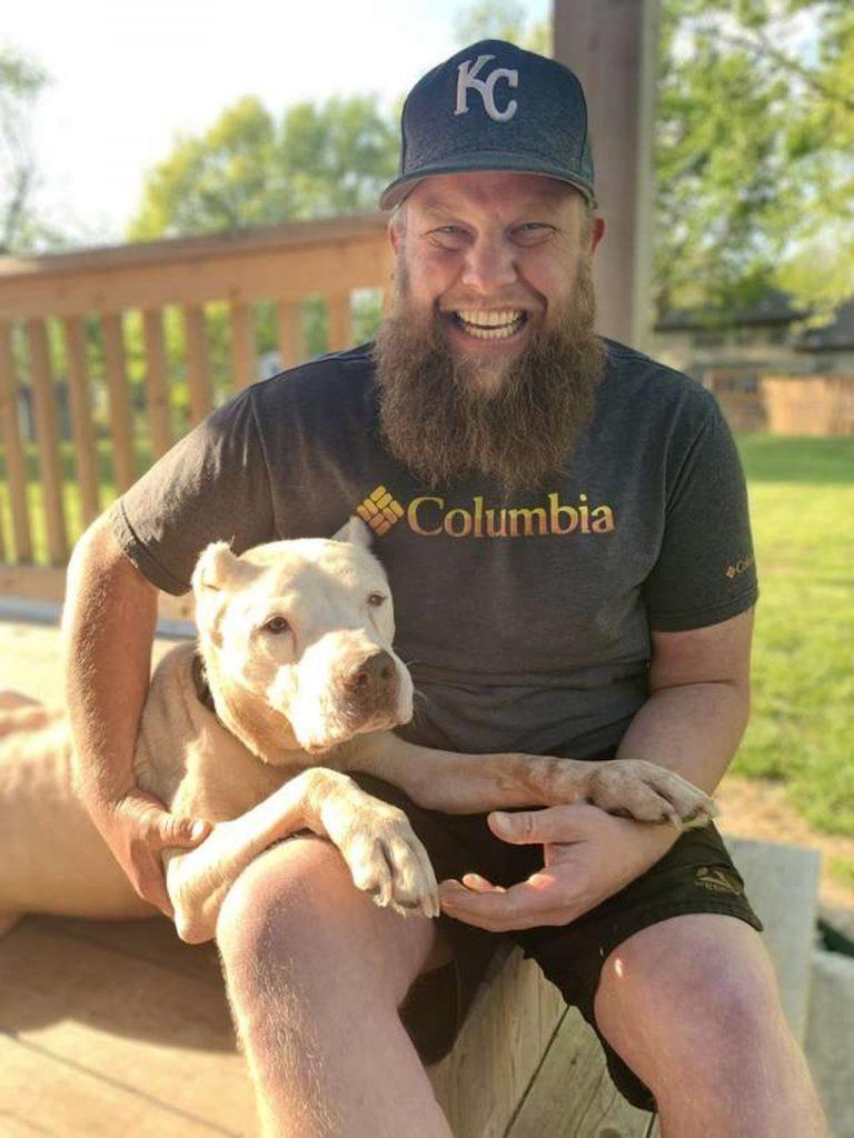 Il cane Sloan insieme al padrone Ohlman