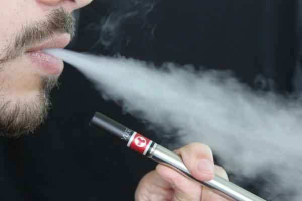 il fumo di una sigaretta elettronica
