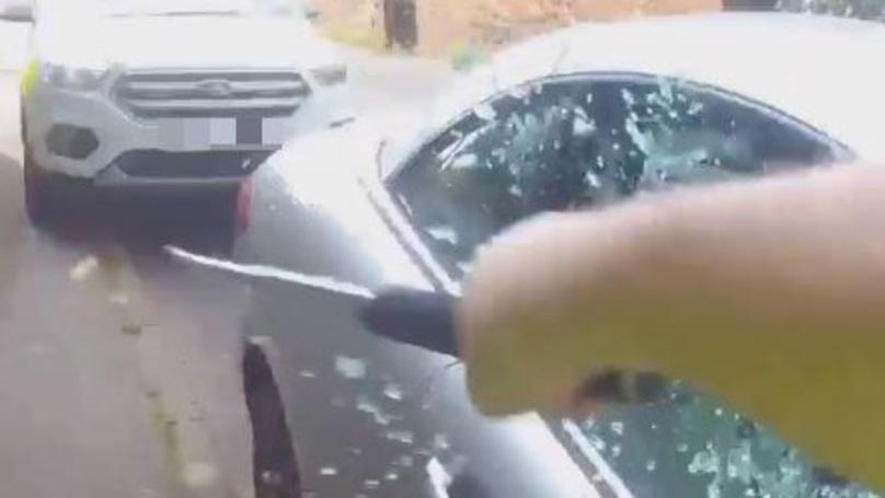 finestrino-auto-distrutto