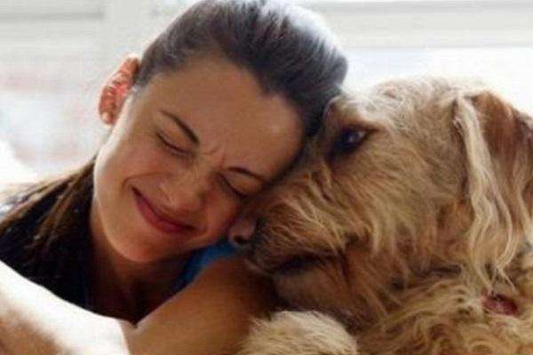 cane e donna si vogliono bene