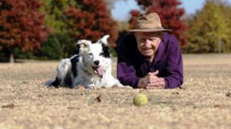 Cane Chaser insieme al suo proprietario