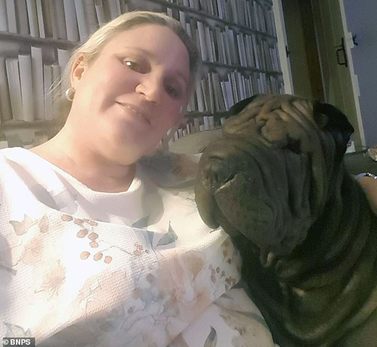 Cane Sharpei con la proprietaria