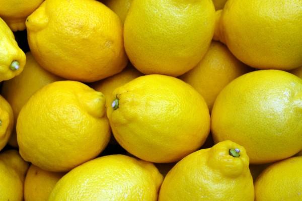 limoni in un cesto