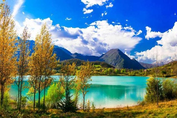 montagne sul lago