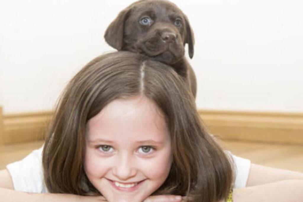 L'amicizia tra un cane e una bmabina autistica
