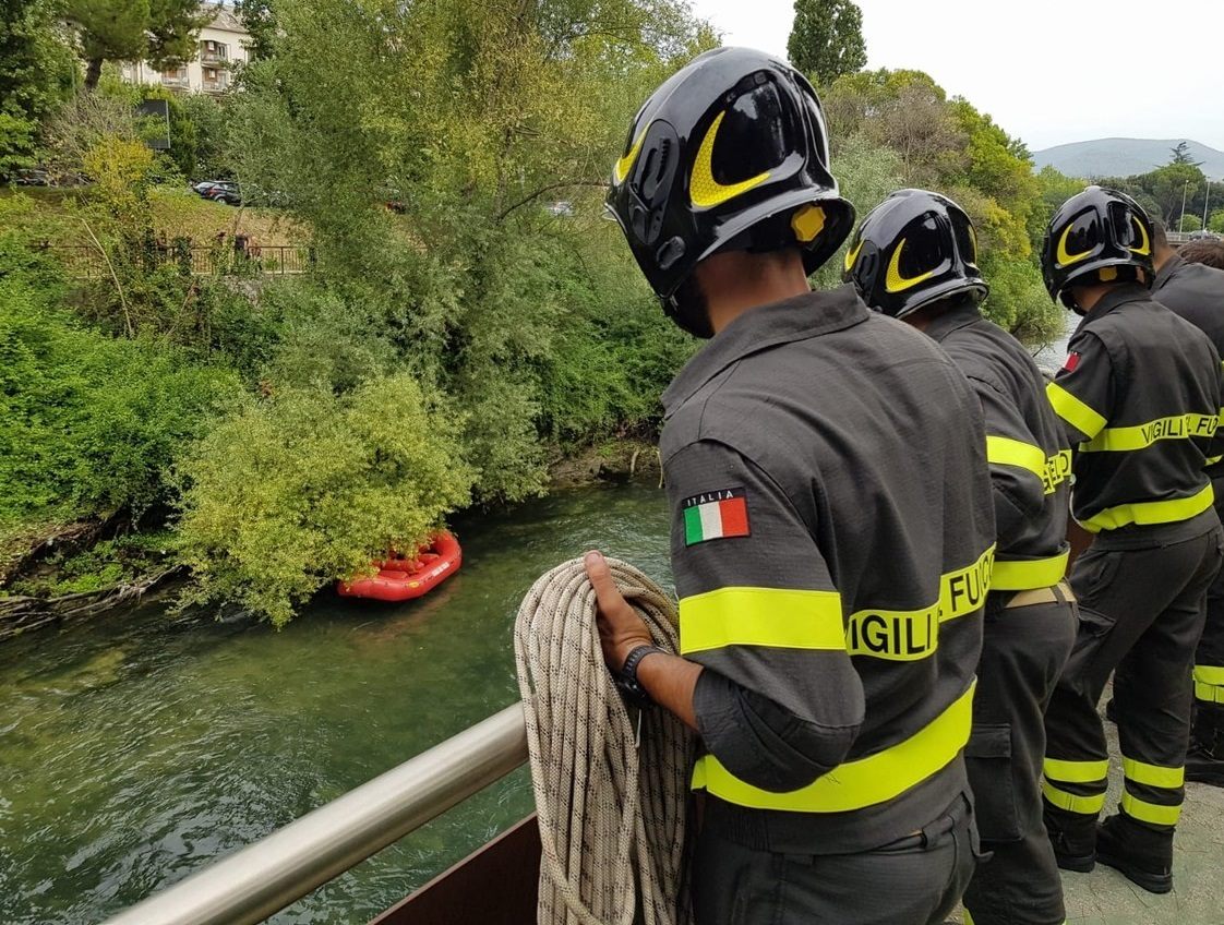 Terni, cane riesce ad uscire illeso dalle acque del fiume Nera
