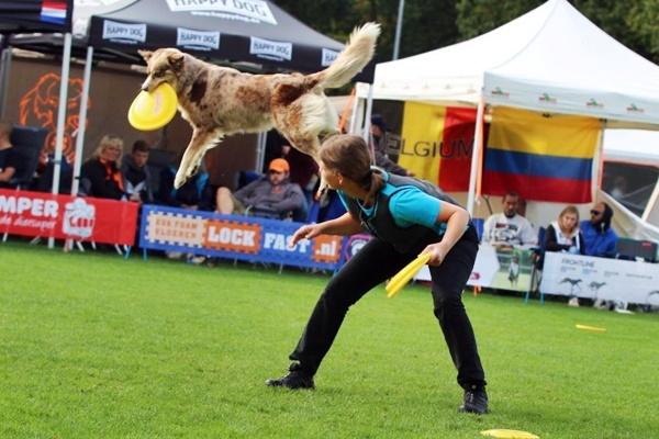 una gara di disc dog freestyle
