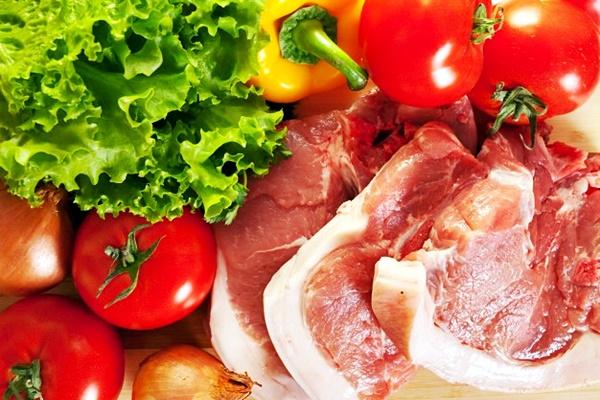 carne cruda e verdure