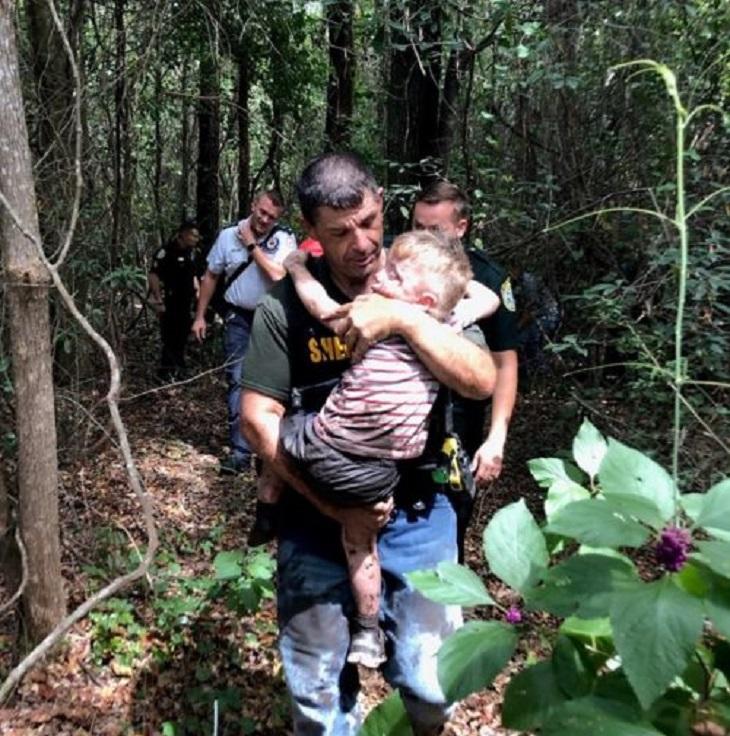 Un cane poliziotto ha trovato il bambino disperso in meno di 30 minuti