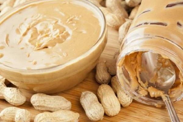 Burro d'arachidi per cani fatto in casa: la ricetta