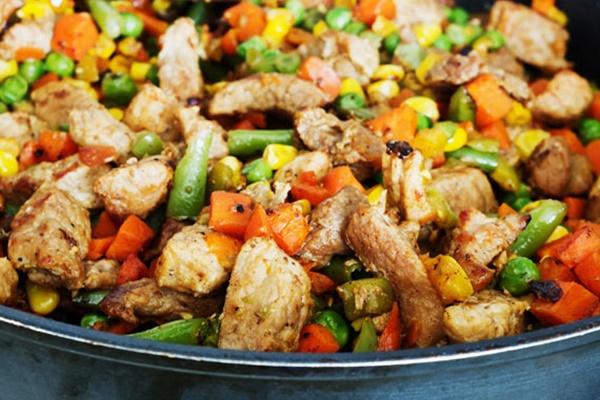 Pollo in casseruola per cani, una ricetta tutta per Fido
