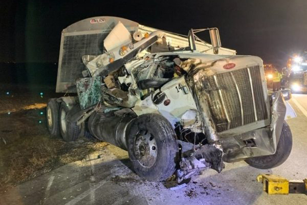 Camion distrutto