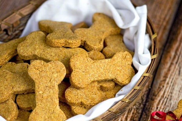 cestino di biscotti per cane