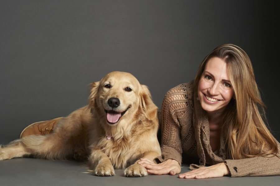 cane golden retriever e ragazza