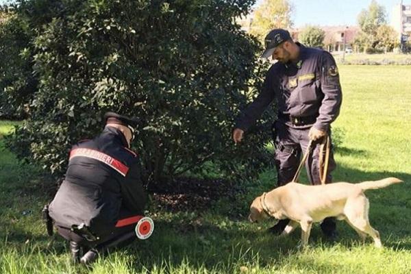 cane con carabinieri