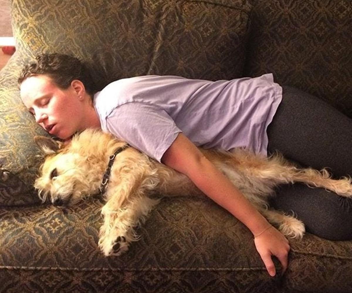 10 cani che si sono incastrati- cane e padrone che dormono
