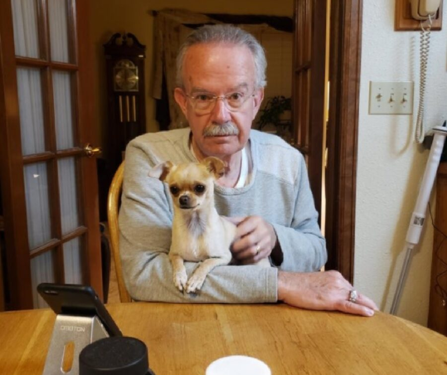 cane anziano proprietario amore
