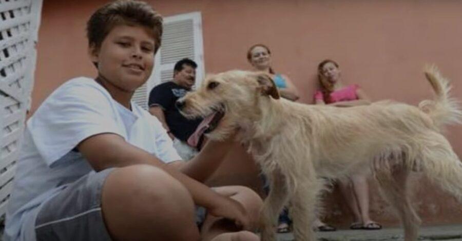 Jean Fernandes con cane salvato