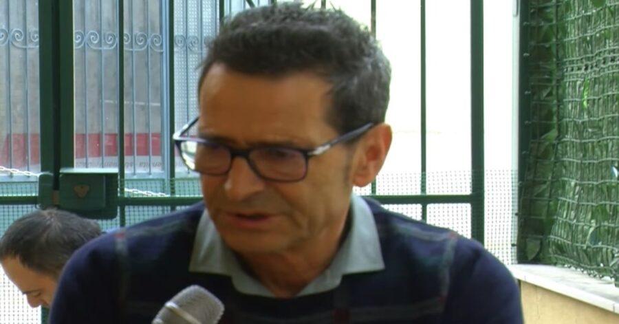 Mario Tindari viene intervistato