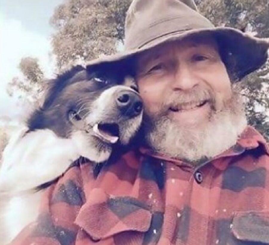 cane sorride papà con camicia
