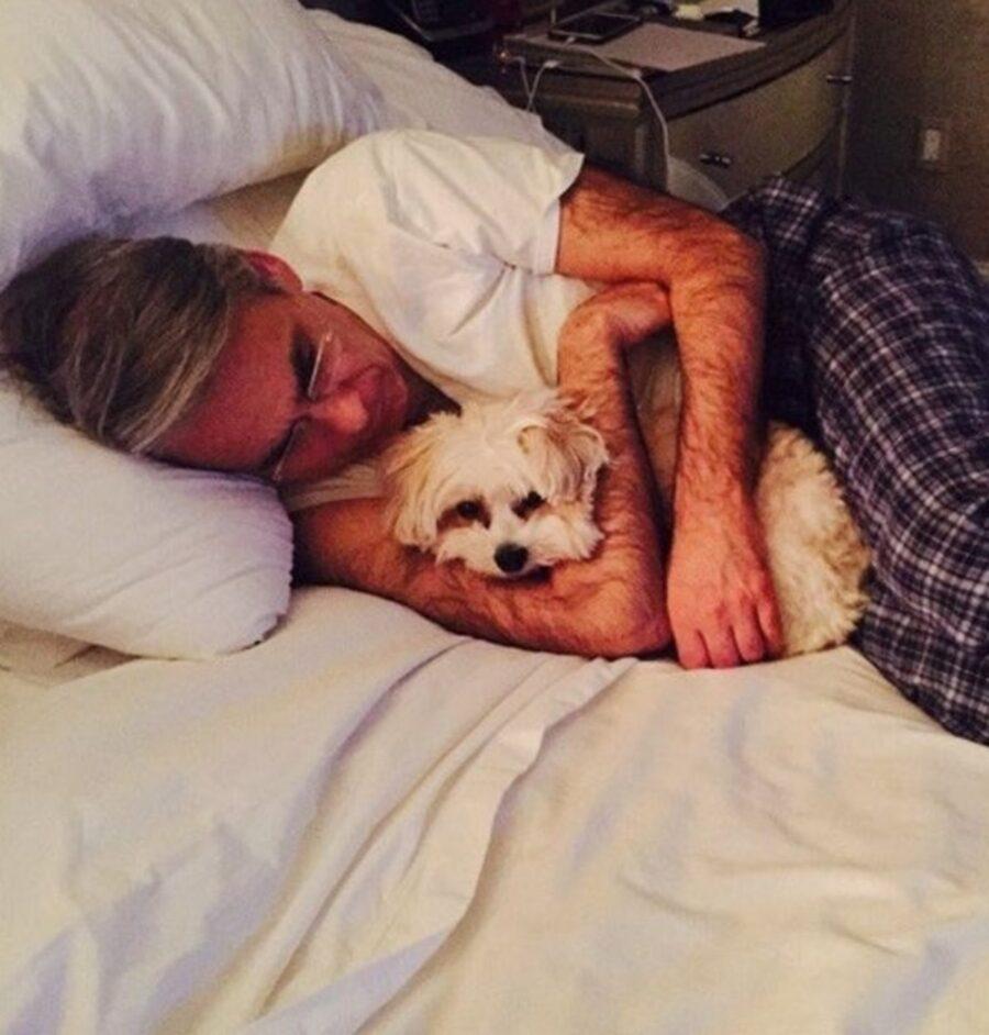 abbraccio papà cucciolo
