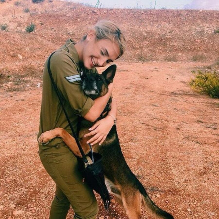 cane abbraccio mamma