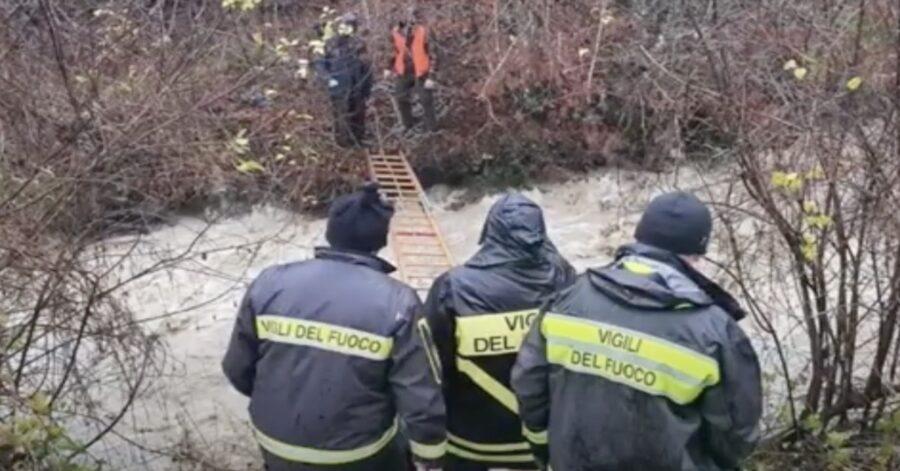 pompieri salvano due tartufai e i loro quattro zampe