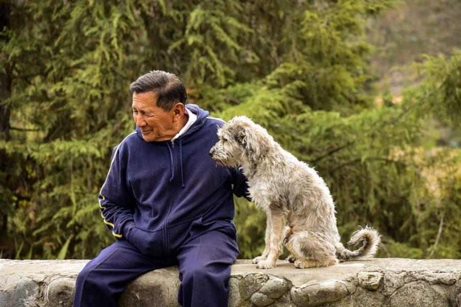 uomo con cane