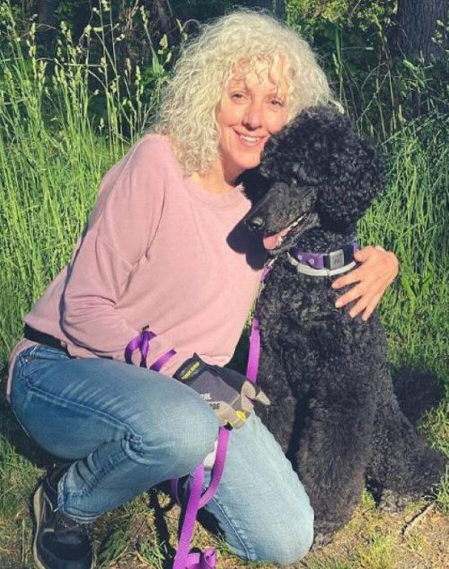 cane nero con donna