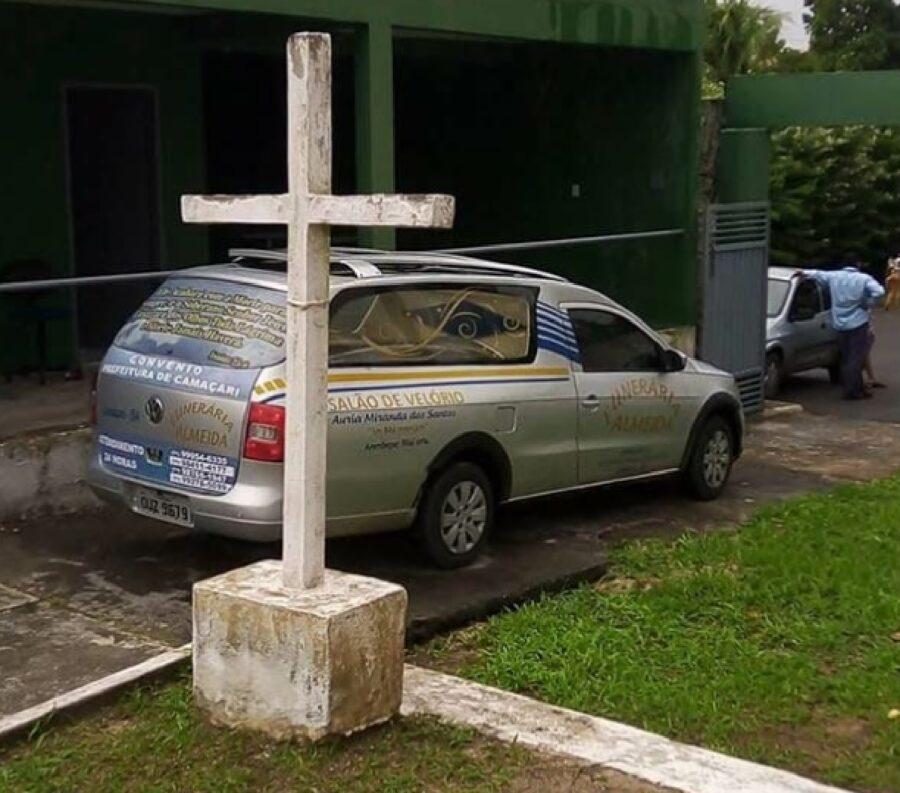 croce di pietra per funerale