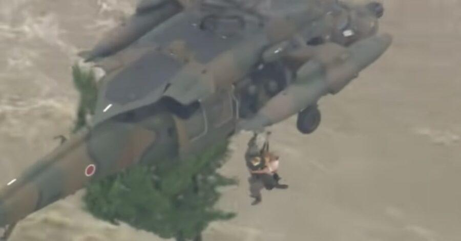 cane salvato con elicottero militare