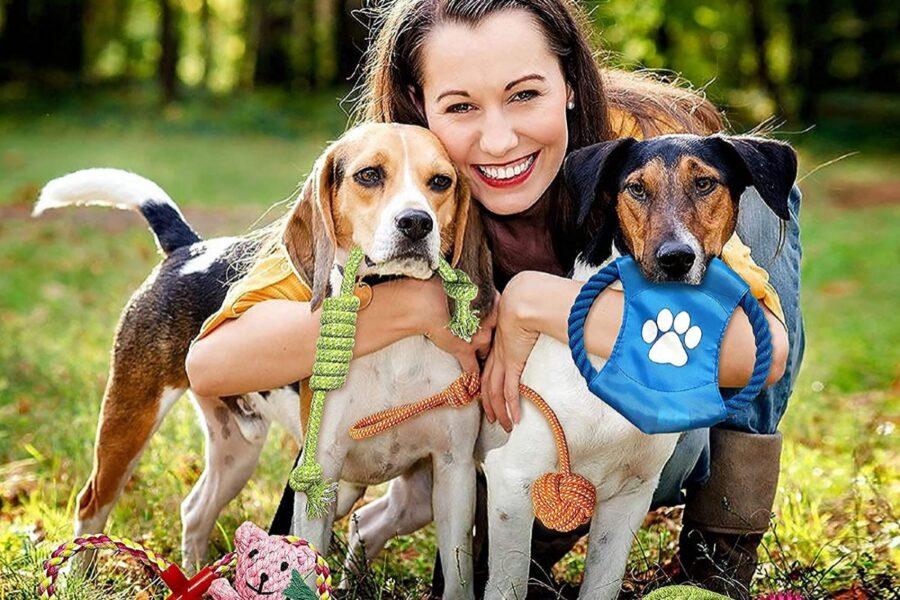 ragazza con due cani