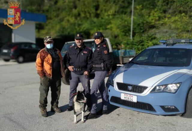 cane raro salvato da poliziotti